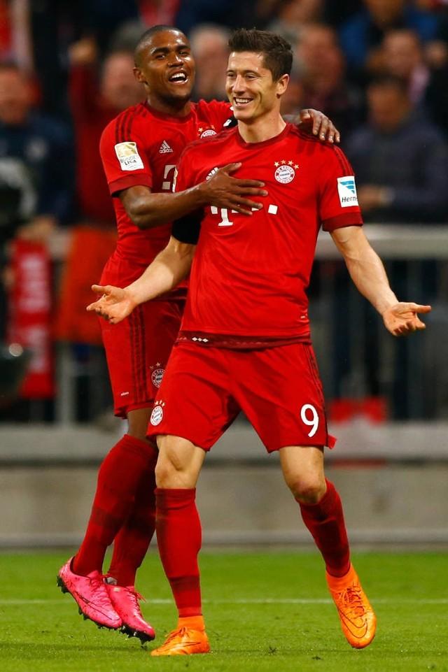 Kapitalny występ zanotował w Bundeslidze Robert Lewandowski. Polski napastnik strzelił dla Bayernu Monachium w meczu z VfL Wolfsburg pięć bramek w zaledwie dziewięć minut!