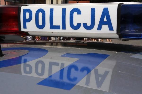 - Po wezwaniu przez świadków wypadku na miejsce przyjechali dzielnicowi z komisariatu policji Szczecin Nad Odrą. Zatrzymali pijaną kierująca 25-letnią mieszkankę Szczecina, która miała ponad 3 promile alkoholu w organizmie - mówi aspirant  Mirosława Rudzińska z Komendy Wojewódzkiej Policji w Szczecinie.
