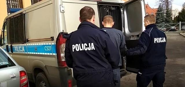 Zatrzymanie oskarżonych o handel narkotykami w Grudziądzu. Proces całej, 14-osobowej grupy, ruszył w miniony czwartek w Sądzie Okręgowym w Toruniu. Zdążono jednak tylko odczytać akt oskarżenia...