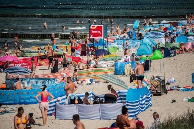 W ostatnich tygodniach pogoda rozpieszcza mieszkańców i turystów, którzy chętnie spędzają czas na plażach w naszym regionie.