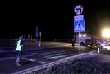 Pechowy początek dnia na drogach w regionie. Pod Bydgoszczą samochód uderzył w drzewo