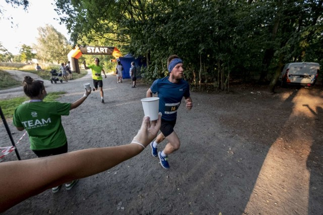 W sobotę miłośnicy biegania z Poznania spotkali się w Lasku Marcelińskim, aby wziąć udział w siódmej edycji biegu Wieczorna Marcelińska Dycha. Zobacz zdjęcia biegaczy ----->