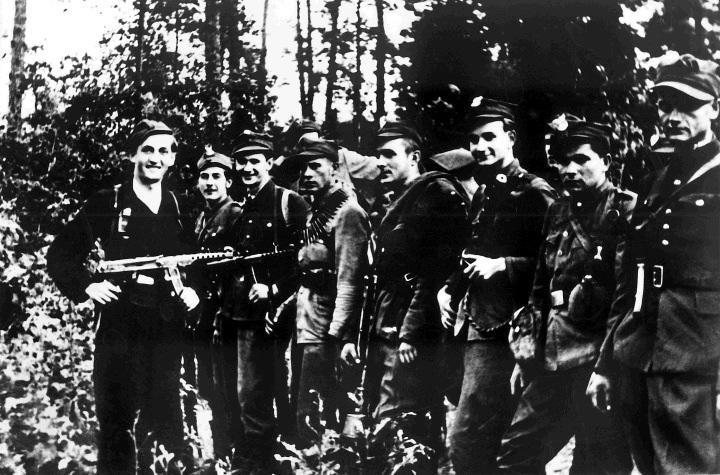 """Tuż po """"wyzwoleniu"""" Polski komuniści przystąpili do..."""