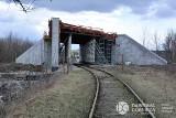 Dąbrowa Górnicza w przebudowie. Widać nowe tunele, wiadukty, drogi. Będą wkrótce nowe tory kolejowe, a na finał centrum przesiadkowe