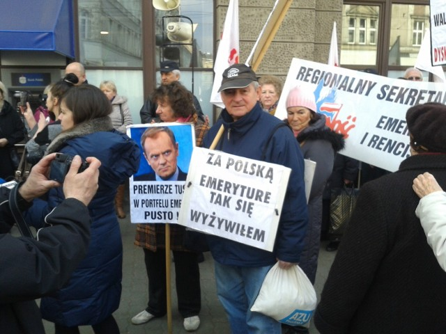 Zablokowana ulica Piłsudskiego. Trwa protest emerytów i rencistów