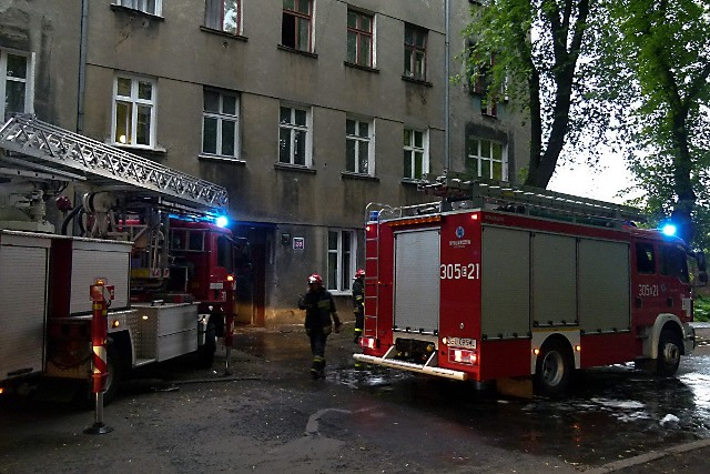 W pożarze mieszkania w kamienicy przy Kaliskiej 28 w Łodzi nikt nie ucierpiał