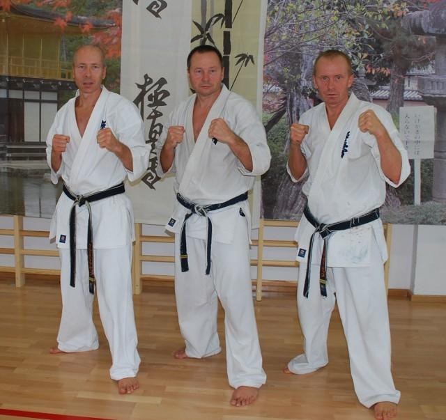 Tomasz, Waldemar i Krzysztof Kęćko z Kieleckiego Klubu Karate Kyokushin.