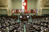 Wybory parlamentarne 2019. Sondaż Polska Press Grupy: Większość dla PiS-u. Cztery komitety wejdą do Sejmu [PODZIAŁ MANDATÓW]