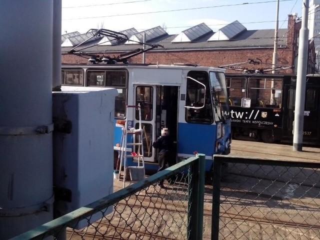Motorniczowie sami muszą myć tramwaje