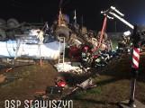 Wypadek w Stawiszynie pod Kaliszem. Ciężarówka wpadła do rowu i dachowała. Zobacz zdjęcia