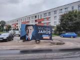 Kandydat na prezydenta zaparkował przyczepkę przy bloku. Czytelniczka: Nie każdy chce oglądać pana Michała co rano!
