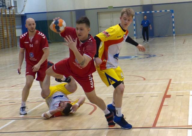 Orzeł Przeworsk (czerwone stroje) powalczył, ale punktów nie przywiózł z Bochnii.