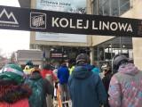 Stoki w Szczyrku oblężone przez turystów. To szturm na Beskidy. Burmistrz Szczyrku apeluje przed narciarskim weekendem