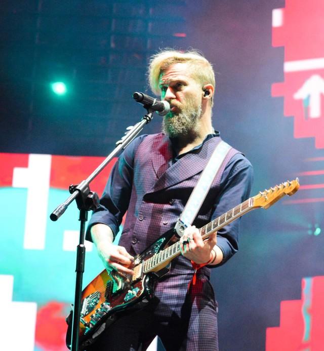 """Koncert zespołu, dowodzonego przez gitarzystę i wokalistę Tomasza Organka, odbywa się w ramach Pogo Mini Tour. """"Pogo"""" to tytuł najnowszego singla Ørganka, zapowiadający nową płytę grupy, której premiera zaplanowana jest na jesień.Czytaj dalej na kolejnym slajdzie: kliknij strzałkę """"w prawo"""", lub skorzystaj z niej na klawiaturze komputera."""