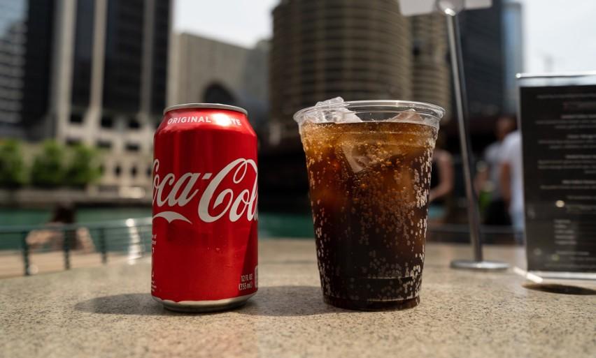 Coca-cola nie tylko dobrze smakuje. Ten słodki napój ma...