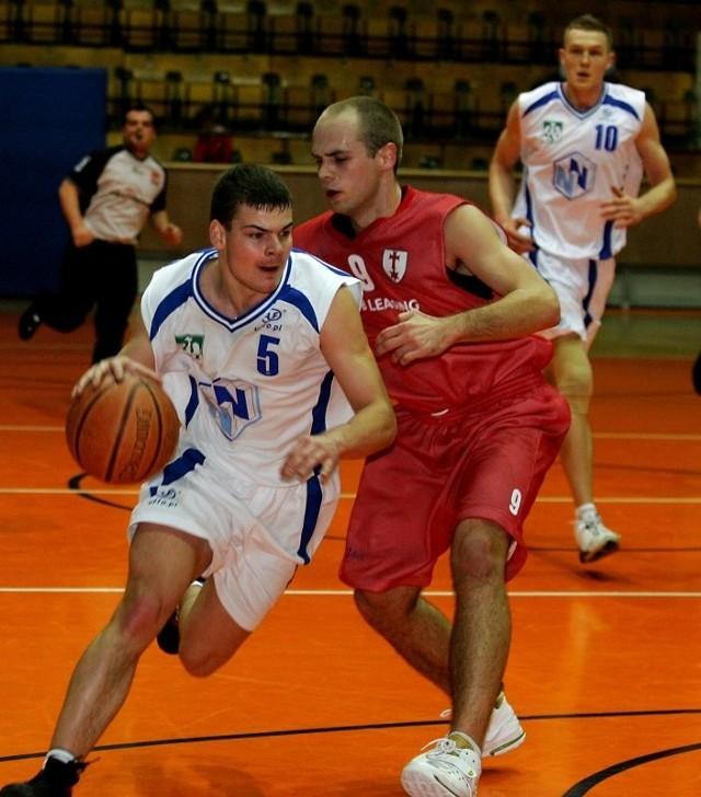 Tomasz Balcerek (z piłką) to ważne ogniwo AZS Szczecin. W pełni gotowy do gry po kontuzji powinien być gotów już wkrótce.