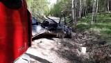 Wypadek śmiertelny na drodze Białogorce - Ozierany. Auto uderzyło w drzewo, kierowca zginął na miejscu