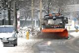 Śnieg i śnieg z deszczem we Wrocławiu. Czy na ulice wyjadą wszystkie pługi i piaskarki?