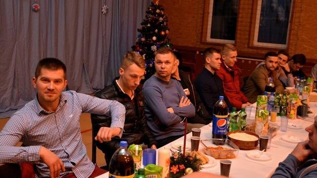 Piłkarze trzecioligowego Spartakusa Aureus Daleszyce najpierw uczestniczyli w klubowej wigilii, razem z trenerami, sponsorami i władzami klub. To był przedsmak tego, co czeka ich 24 grudnia