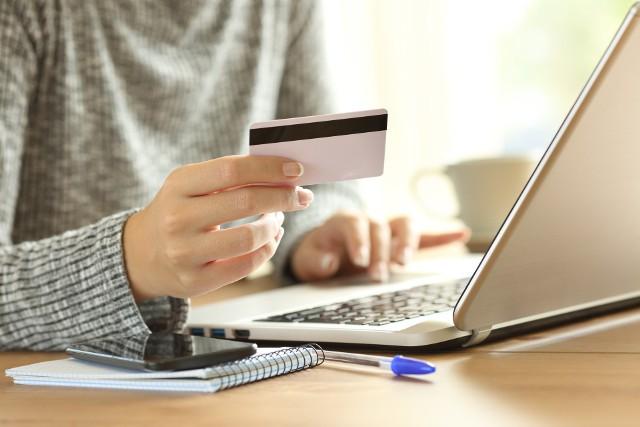 W 2020 r. w Polsce zarejestrowano prawie 12 tys. nowych sklepów internetowych.