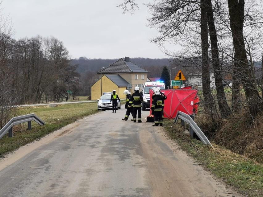 Jaryszów. 75-letni motorowerzysta zginął w wypadku na 1...