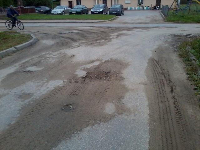 Zniszczona droga w Łyskach.