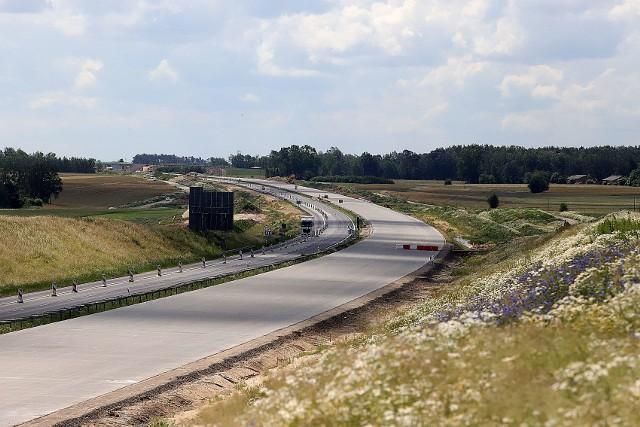 """Jak wygląda postęp prac na budowie autostrady A1 - odcinek """"A"""" węzeł Tuszyn – węzeł  Piotrków Trybunalski Południe? Ten odcinek autostrady A1 koło Łodzi mierzy 16 kilometrów. Wykonawcą robót drogowych jest Budimex.>>>>"""