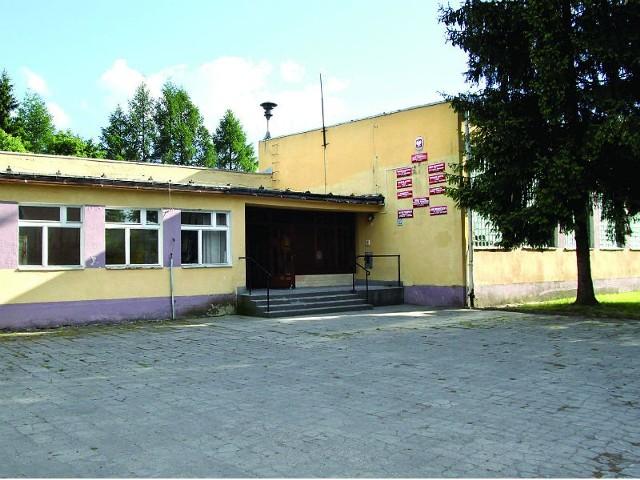 Decyzję o sprzedaży budynku po szkole unieważniono, ale na razie nie ma konkretnych planów jego zagospodarowania.