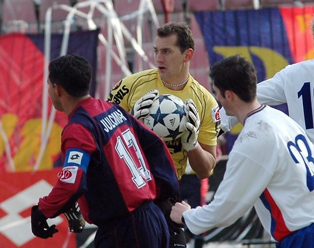 Boris Pesković (w środku) surowo się ocenił: - Dałem plamę przy drugiej bramce.