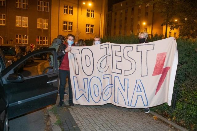 Protesty przeciwko zakazowi aborcji trwają w Polsce od kilkunastu dni. Kobiety nie zamierzają odpuszczać i planują kolejne akcje protestacyjne.