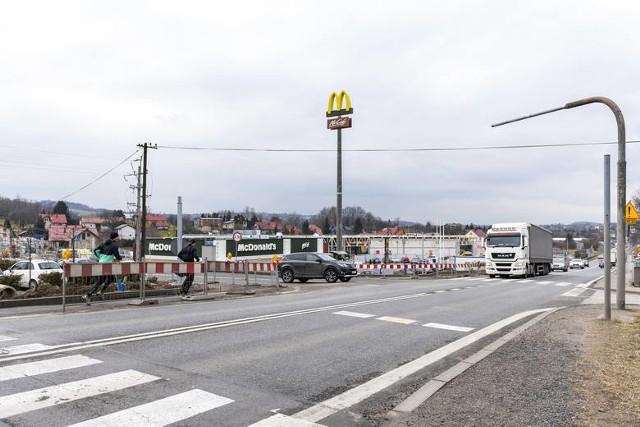 """""""Rozgrzebane"""" skrzyżowanie jest bardzo niebezpieczne. Mieszkańcy żądają montażu tu tymczasowej sygnalizacji świetlnej"""