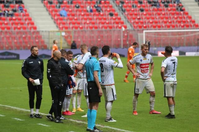 Trener Artur Derbin i drużyna GKS-u Tychy jest bliska awansu do PKO Ekstraklasy.