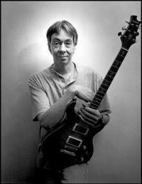 Andy Latimer ze swoją ukochaną gitarą