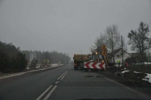 Prace na DK 11 w Wojciechowie.