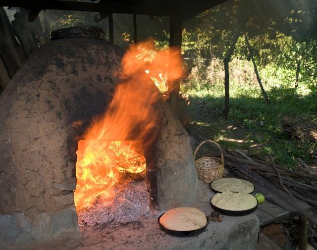 piec chlebowy w ogrodzieW zależności od pomysłowości, piec może mieć dowolny kształt.