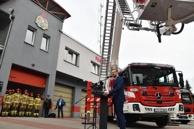 Przekazanie wozów strażakom