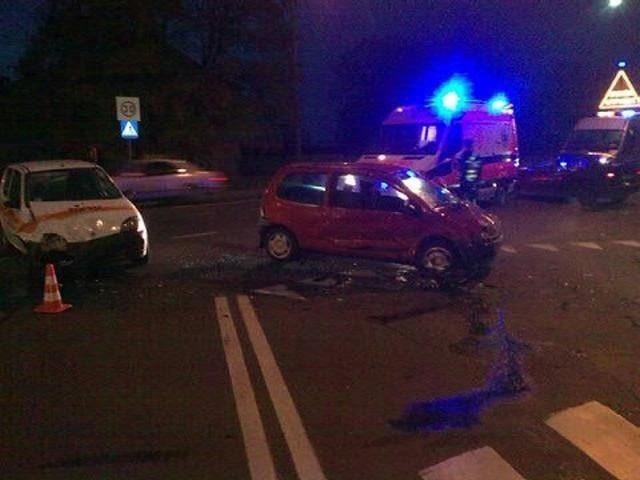 Kierowca seicento trafił do szpitala.