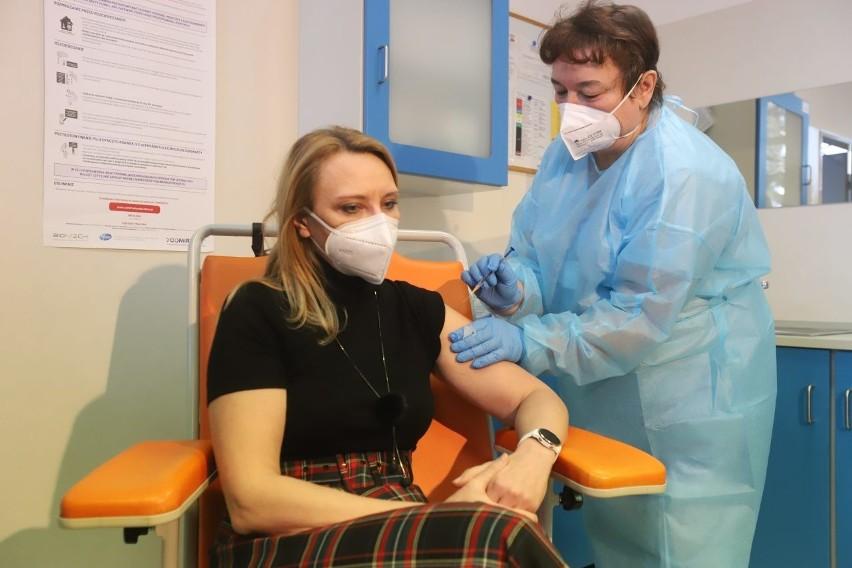 Rozpoczyna się wielka operacja szczepień przeciwko...