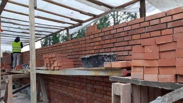 Kończy się remont zabytkowego muru na Cmentarzu Rakowickim.