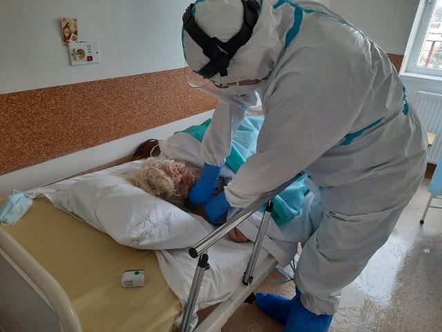 Oddział dla chorych z COVID-19 w szpitalu zakaźnym przy ul. Żurawiej w Białymstoku (zdjęcie archiwalne - październik 2020 r.).