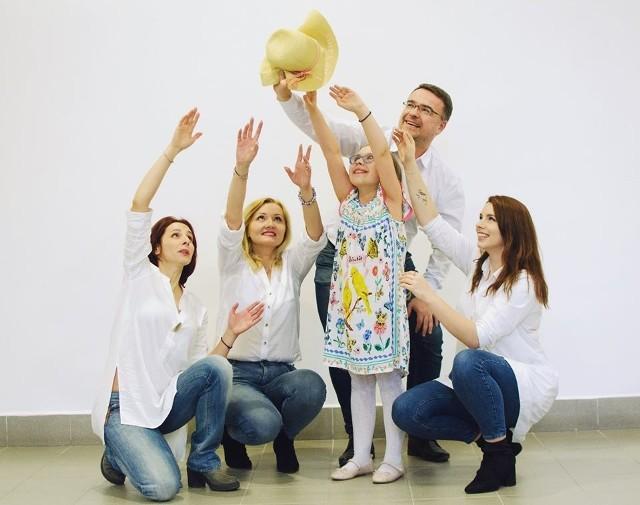 Podczas wernisażu wystawy odbędzie się również koncert kolęd i zbiórka charytatywna na rzecz Lawendowej Dziewczynki.
