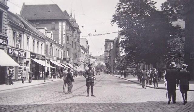 Zbieg ulic Gdańskiej i Jagiellońskiej, okres XX-lecia międzywojennego. Tu też w części mówiło się spolszczonym językiem niemieckim.
