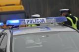Zderzenie dwóch samochodów na skrzyżowaniu ul. Kosynierów Gdyńskich i Mickiewicza w Gorzowie. Jedno auto przewróciło się na bok