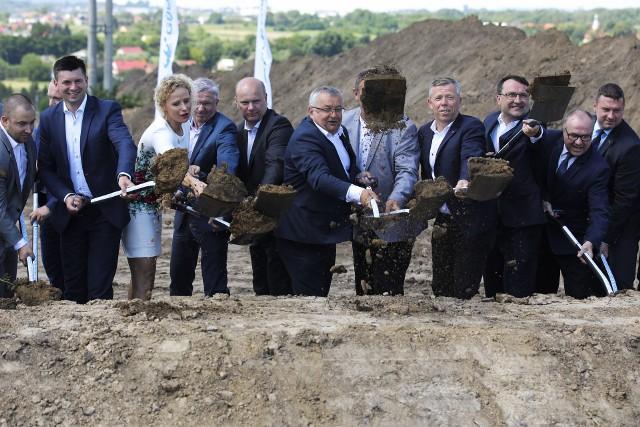 Uroczyste wbicie łopat na budowie północnej obwodnicy Krakowa