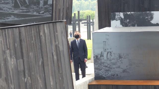 Prezydent Andrzej Duda podczas zwiedzania Mauzoleum w poniedziałek 12 lipca.