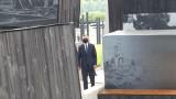 Prezydent Andrzej Duda w Michniowie. Wraz z ocalałą z pacyfikacji zwiedził Mauzoleum Martyrologii Wsi Polskich [DUŻO ZDJĘĆ]
