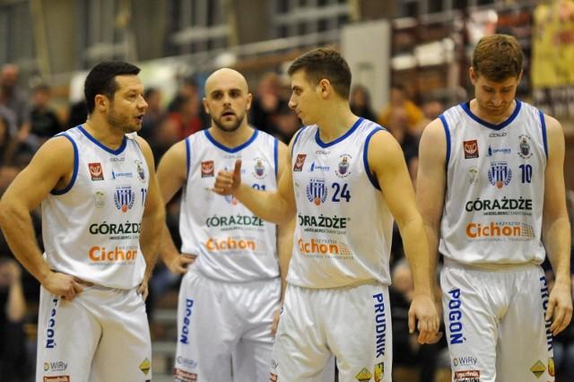 Koszykarze Pogoni Prudnik walczą o play na zapleczu elity.
