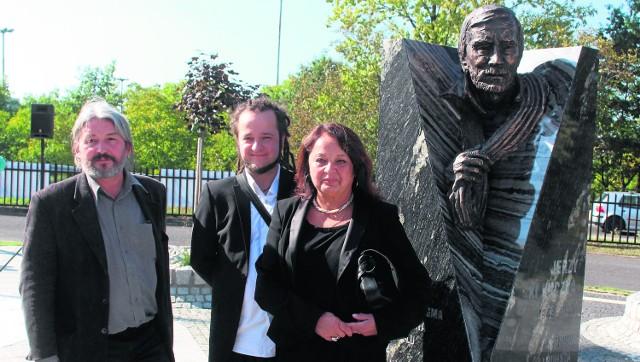 Pomnik Jerzego Kukuczki przy AWF w Katowicach