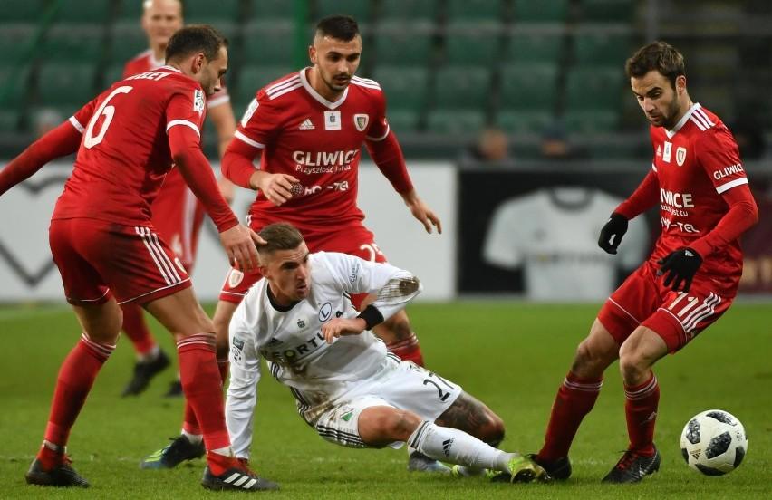 Mistrze Polski będzie Legia Warszawa, albo - co bardziej prawdopodobne - Piast Gliwice.