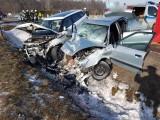 Śmiertelny wypadek na trasie Radom - Pionki. Jedna osoba nie żyje, cztery w szpitalu. Droga nieprzejezdna